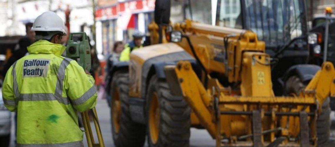 Le groupe britannique Balfour Beatty a averti lundi sur ses résultats pour la troisième fois en moins de cinq mois, en raison de problèmes liés à sa division de construction au Royaume-Uni. /Photo d'archives/REUTERS/Darren Staples